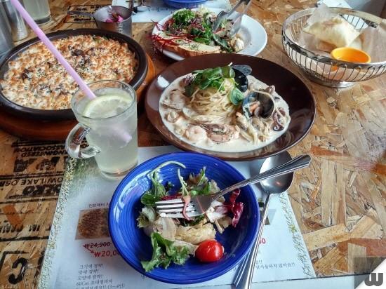 [부산 서면] 빈티지 소품으로 채워진 캐주얼 레스토랑