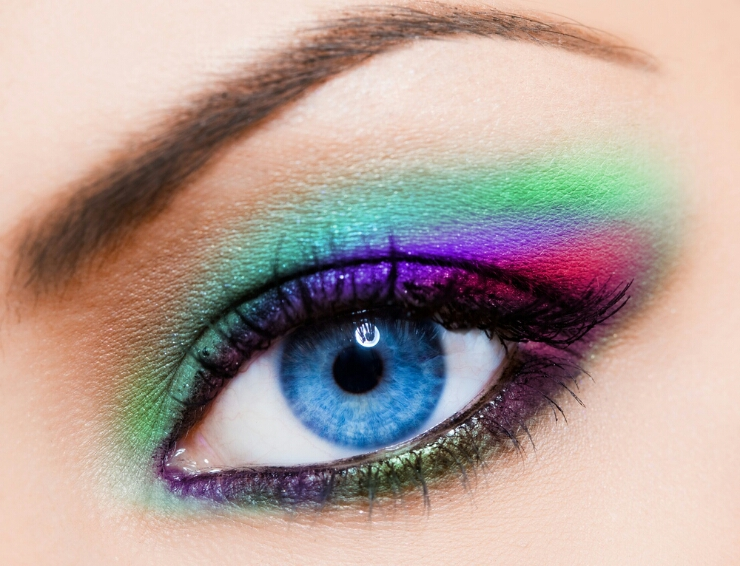 close-up-of-beautiful-woman-multicolour-eye.jpg?type=w2