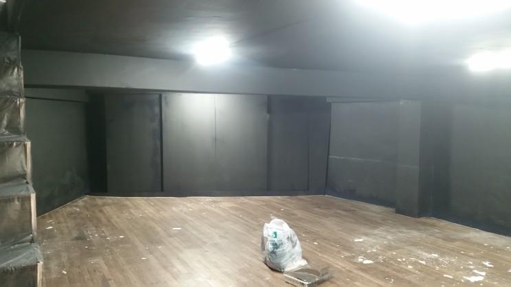 오래되고 곰팡이가 쾌쾌 묵은 지하실, 간단한 도장 공사로 작업실 탈바꿈! 지하실 페인트