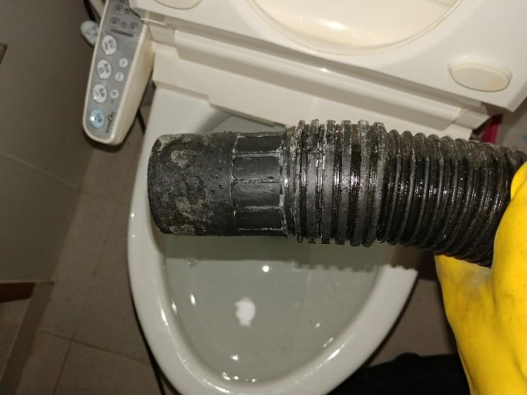 양초(캔들)로 막힌 화장실 변기 때문에 속상하셨던 고객님을 '힐링' 해드림!