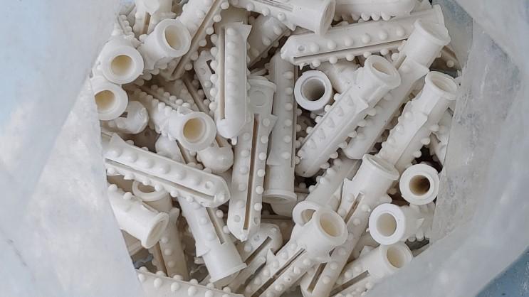 시멘트 콘크리트 벽 칼블럭 못 박기 나사 박기