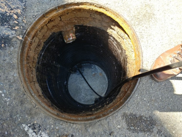 갑자기 더러운 물이 하수구에서 역류한다면 어떻게 해야하죠?