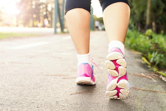 척추 관절에 좋은 걷기 운동, 올바른 방법은?