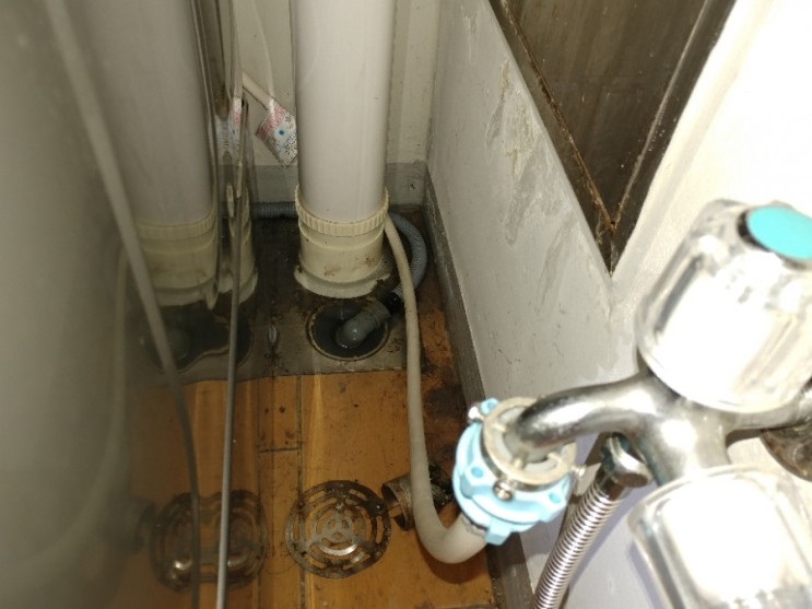 아파트 베란다 하수구 막힘 때문에 세탁기를 돌릴 수가 없어요!