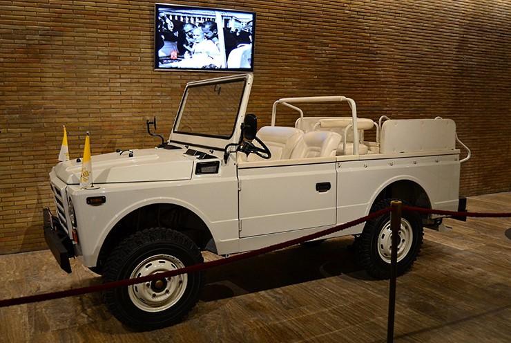 교황 의전 자동차 _ 포프모밀