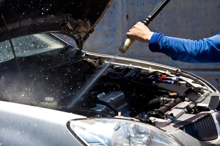 엔진룸 물 뿌리는 세차 ~ 해도 좋다 vs 하면 안된다.  엔진룸 청소방법