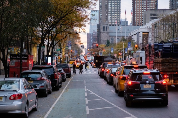 도로 불법 주차 차량을 피하다가 사고가난 경우 사고의 책임은 누구에게 있을까??