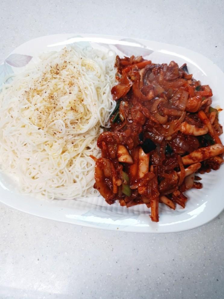 [요리] 매콤한 최고 술안주 박막례할머니 오징어비빔국수 도전(쫄깃하게 소면 삶는법 공유)cc