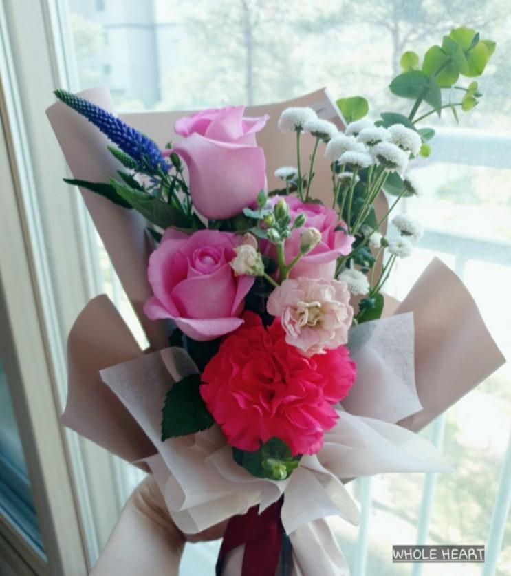 올해도 받은 꽃다발과 케이크