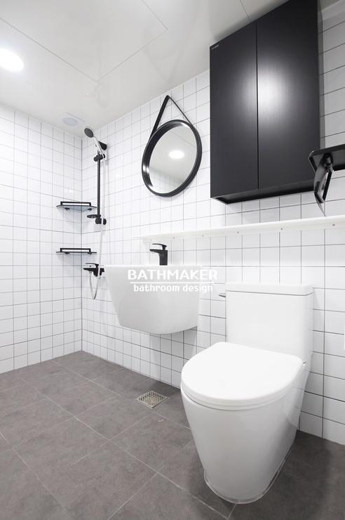 화이트 앤 블랙 욕실인테리어, 정사각패턴타일을 시공한 의정부 송산주공 1단지 욕실리모델링