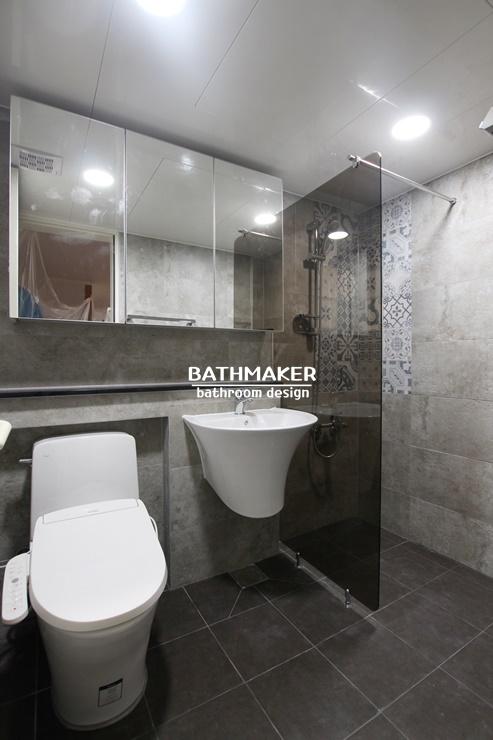 북유럽풍 타일을 포인트로 시공한 욕실, 고급스럽게 재탄생한 퇴계원 일신건영 아파트 욕실인테리어