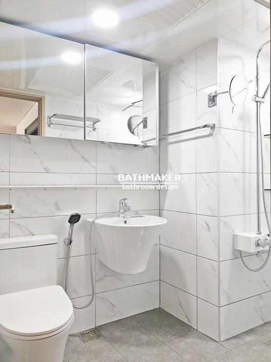밝은 비앙코카라라 타일로 시공한 욕실, 구리 인창동 원일가대라곡아파트 욕실인테리어
