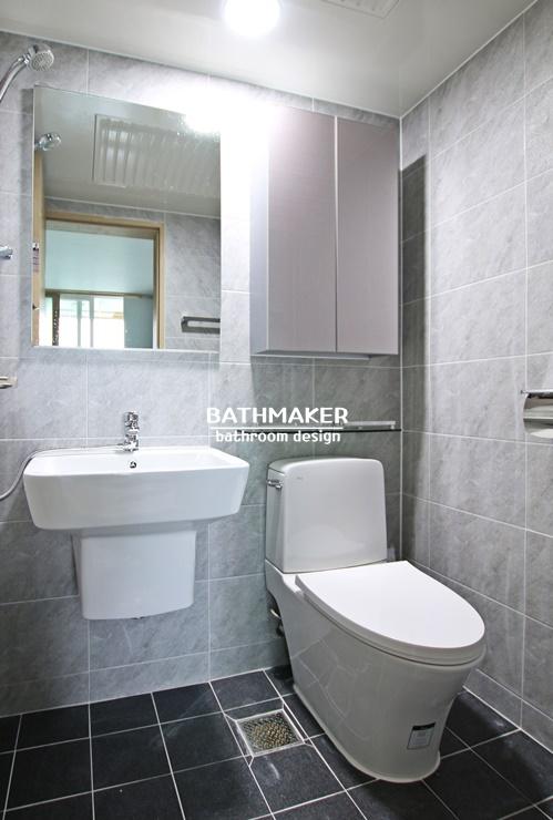 작은 욕실 리모델링하기, 기본타일에 동서 이누스 변기와 세면대를 시공한 욕실, 양주 성우 아침에 미소  안방욕실인테리어