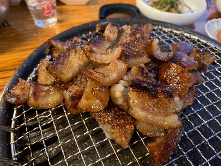 [해운대] 웨이팅 짱 길지만 촉촉하고 쫀득한 마린시티 대박 돼지 껍데기 맛집 : 초필살 돼지구이