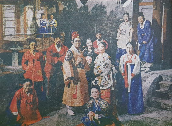 Color picture of the Samogok cast