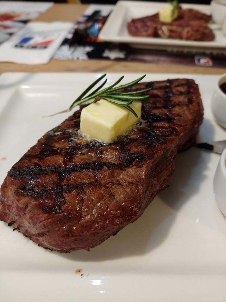 [폴란드 1년 살기] 9일차 - 주말 출근, 고기로 해서 (Road American Restaurant)
