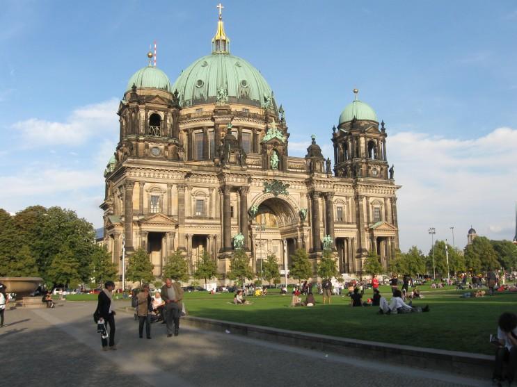 [여행정보] 독일 베를린의 2월 3월 4월 날씨와 옷차림, 비행시간을 알아보자.
