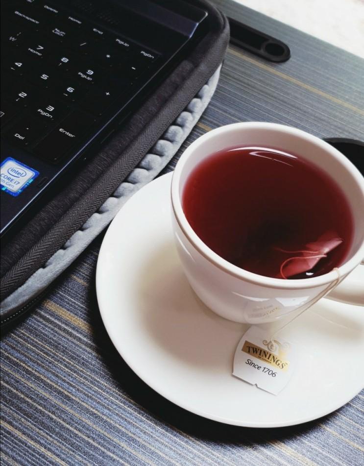 [추천] 영국의 유명한 티 브랜드 Twinings(트와이닝스) Strawberry & Mango Flavor 리뷰
