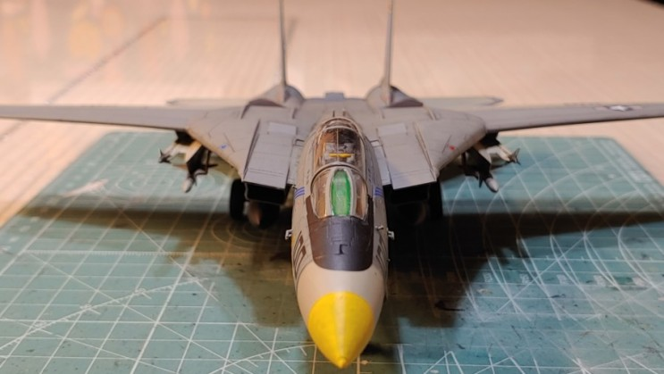 1/72  usn f-14a vf-143 pukin dogs 아카데미