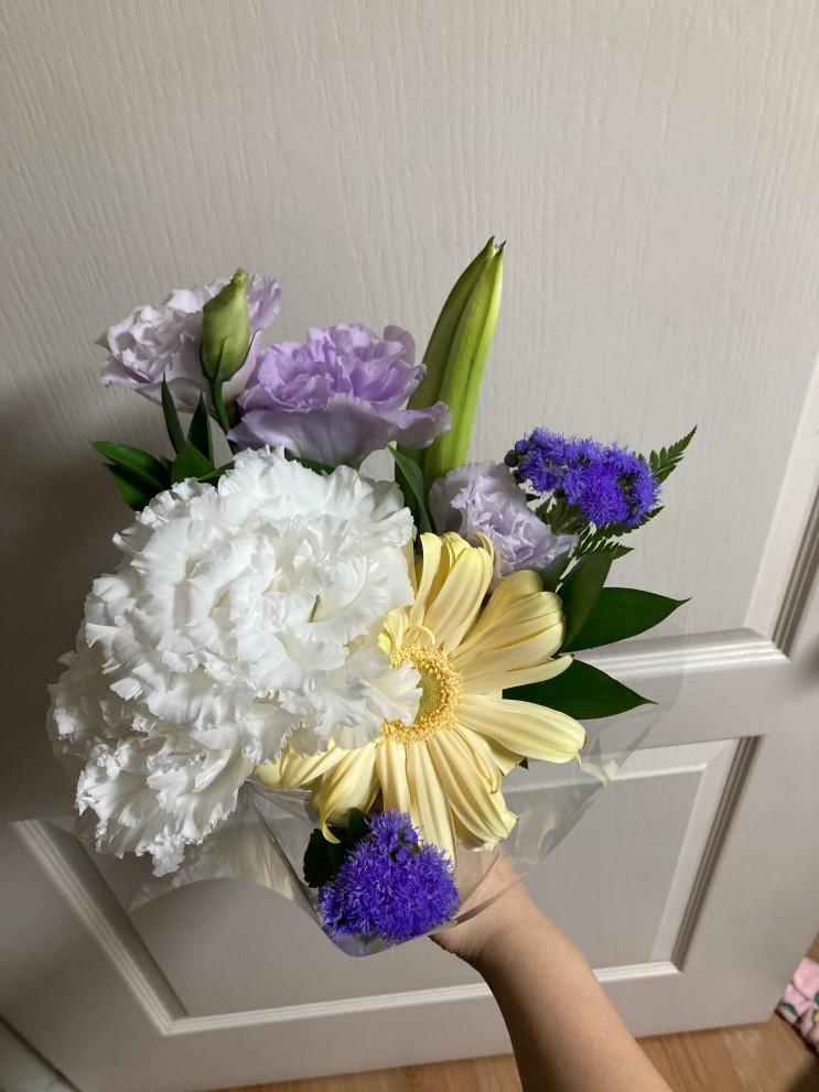꽃 정기배송은 다양한 꽃을 많이 보내주는 플립에서 꽃 정기구독 해보는게 어떨까요