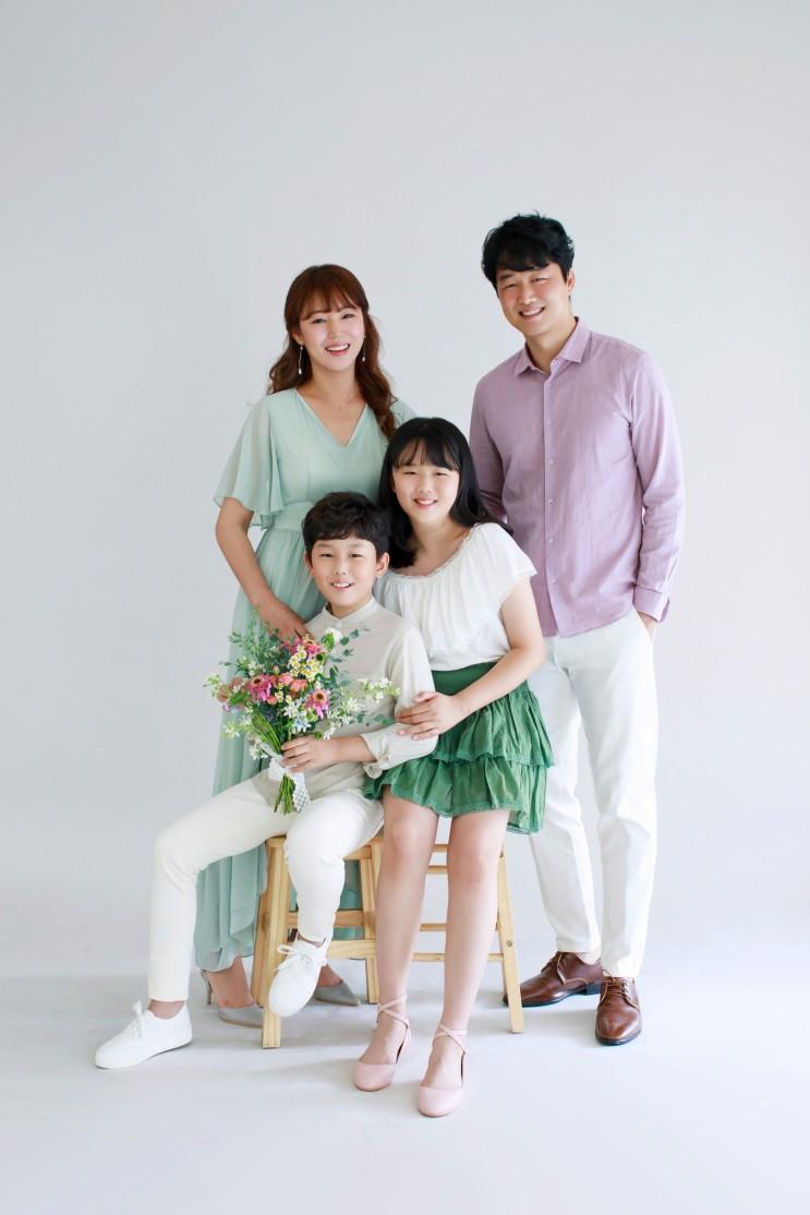 [가족사진관] 결혼 10주년 기념으로 강남사진관 찾으신다면 하늘정원스튜디오죠^^ (수원점도 있어요)