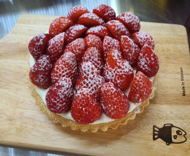 [엄마표] 딸기 철 지나면 먹을 수 없는 딸기 디저트/ 딸기 타르트 만들기