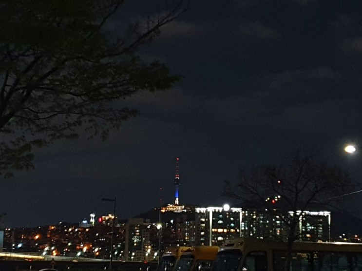 한강 잠원지구 야경 이색 스타벅스 서울웨이브아트센터점 주차