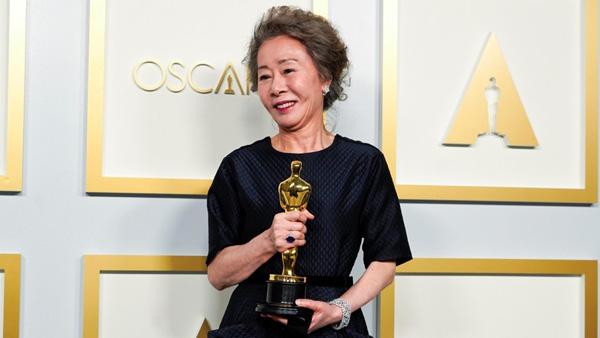 윤여정 배우의 아카데미 수상, 조영남은 불고불리?