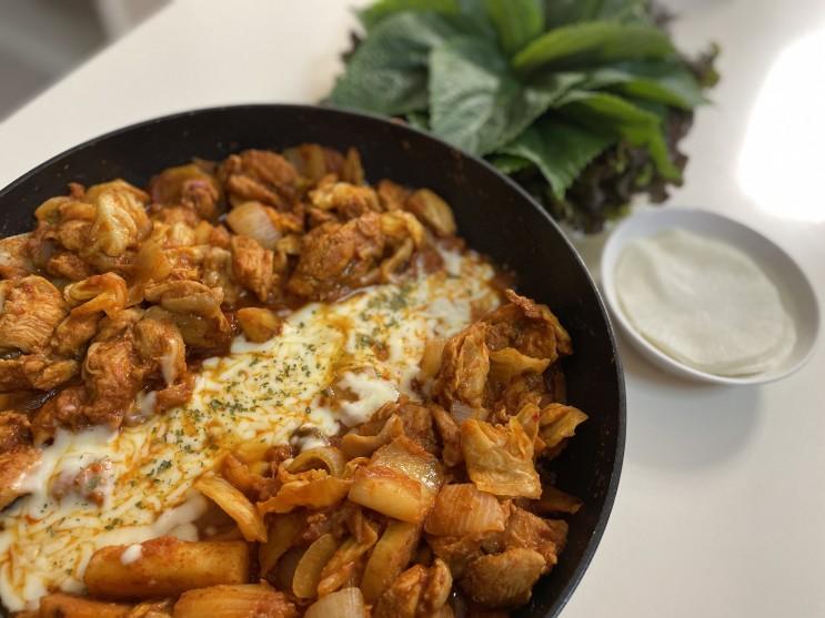 윙잇, 모짜렐라 치즈, 숙성 김치가 들어가 더 맛있는 춘천 닭갈비 밀키트