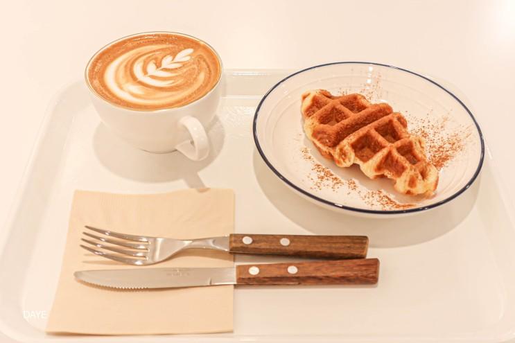 시나몬슈가 듬뿍 올려주는 크로플 맛집 제트프레소 가성비 좋은 부산 수영 스페셜티 핸드드립 커피 신상카페