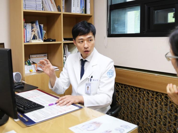 [엠디포스트]엎드려 쪽잠 잤더니 팔꿈치가 얼얼?, 팔꿈치터널증후군 주의보