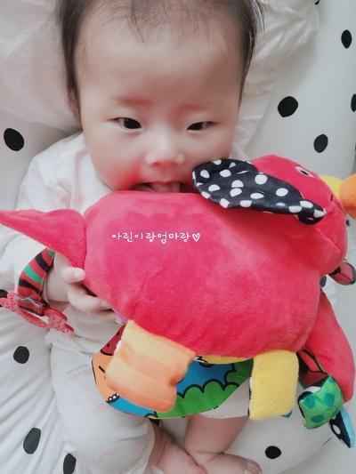 103일차-촉감놀이, 시각자극, 물감병 놀이, 구강기, 3개월 아기발달, 아기 사시