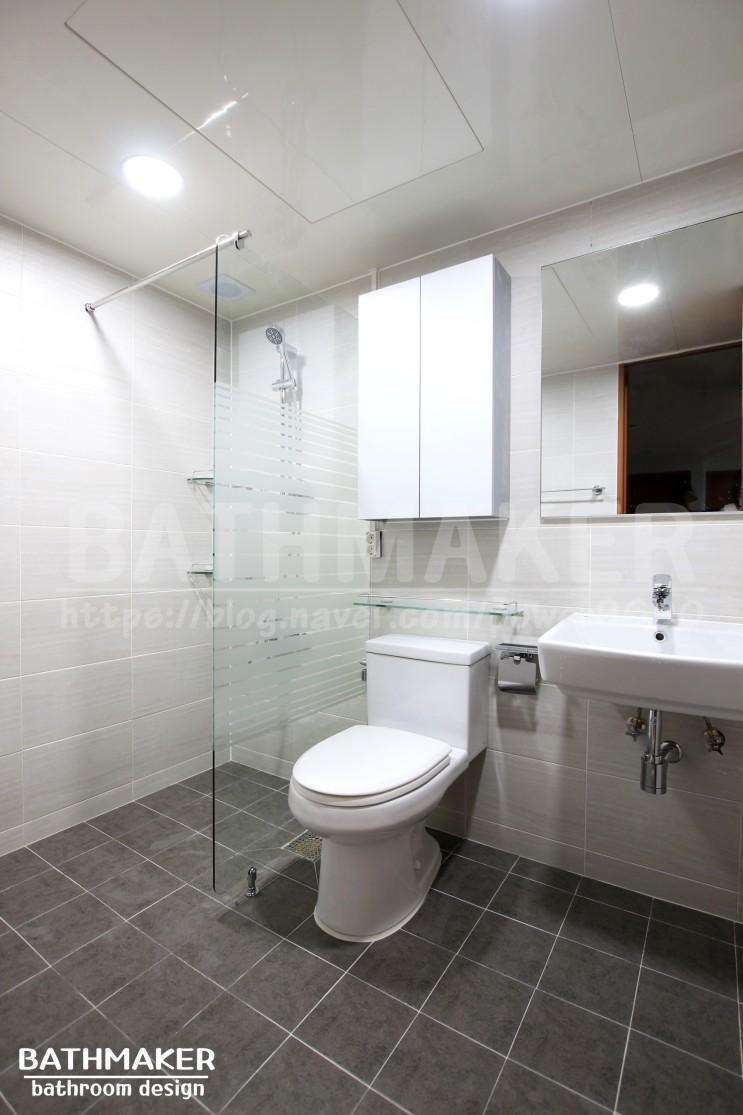 화이트장과 에칭형파티션을 설치한 성북구 하월곡동 욕실인테리어 - 두산위브 아파트, 100만원대 욕실