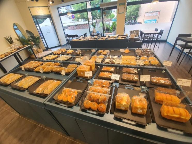 사창동베이커리 청주 칼미아 모든 종류의 빵이 다 있다.