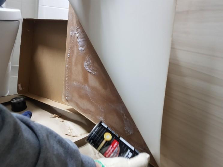 셀프인테리어 in 부산 : 3M 77 스프레이 접착제로 욕실문 수리, 스텐 손잡이 교체