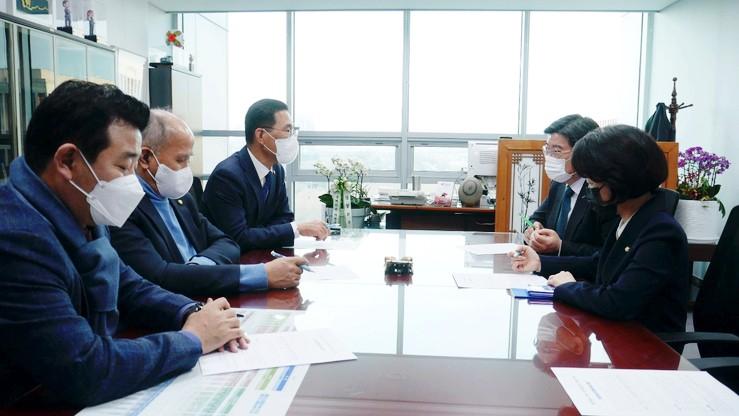 < CEO&리더 > 김주영의원, 국민연금공단 이사장과의 대화 < 일산대교 >