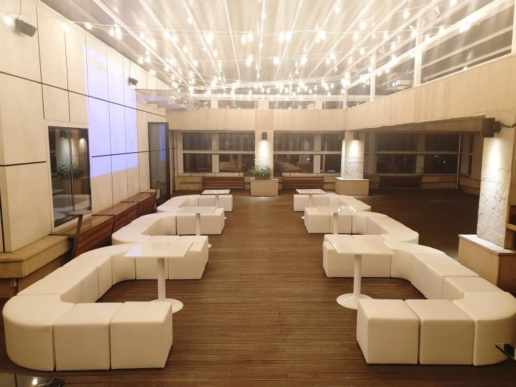 [행사렌탈] 웨딩 쇼케이스 테이블 스툴 의자대여